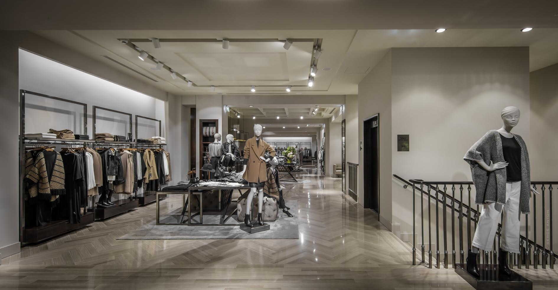 Massimo Dutti New Fashion Store