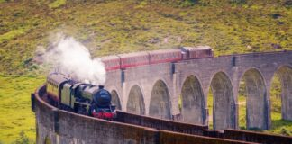 LUXURY TRAINS WORLD Glenfinnan railway viaduct Scotland, Jacobite steam train